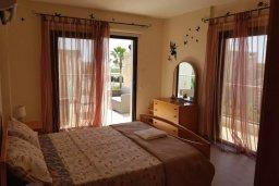 Спальня. Кипр, Месоги : Роскошная вилла с бассейном и двориком с барбекю, 4 спальни, 3 ванные комнаты, парковка, Wi-Fi