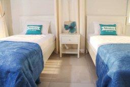 Спальня 3. Кипр, Киссонерга : Уютная вилла с террасой и видом на море, 3 спальни, 2 ванные комнаты, парковка, Wi-Fi