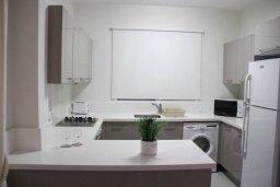Кухня. Кипр, Киссонерга : Уютная вилла с террасой и видом на море, 3 спальни, 2 ванные комнаты, парковка, Wi-Fi