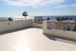 Терраса. Кипр, Киссонерга : Уютная вилла с террасой и видом на море, 3 спальни, 2 ванные комнаты, парковка, Wi-Fi