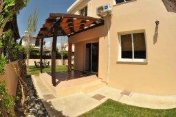 Территория. Кипр, Мазотос : Уютная вилла с зеленым двориком и патио, 3 спальни, парковка, Wi-Fi