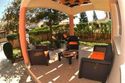 Патио. Кипр, Мазотос : Уютная вилла с зеленым двориком и патио, 3 спальни, парковка, Wi-Fi