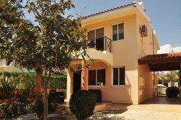Фасад дома. Кипр, Мазотос : Уютная вилла с зеленым двориком и патио, 3 спальни, парковка, Wi-Fi