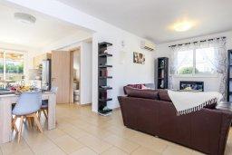 Гостиная. Кипр, Нисси Бич : Великолепная вилла с зелёным двориком и барбекю, с 3 спальнями, расположена в знаменитом районе Nissi в Айя-Напе