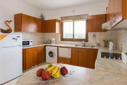 Кухня. Кипр, Корал Бэй : Роскошная вилла в 60 метрах от пляжа и с шикарным видом на море, 3 спальни, 3 ванные комнаты, барбекю, парковка, Wi-Fi