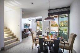 Обеденная зона. Кипр, Пернера Тринити : Прекрасная вилла с бассейном и зеленым двориком с барбекю, 4 спальни, 3 ванные комнаты, парковка, Wi-Fi