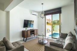 Гостиная. Кипр, Пернера Тринити : Прекрасная вилла с бассейном и зеленым двориком с барбекю, 4 спальни, 3 ванные комнаты, парковка, Wi-Fi