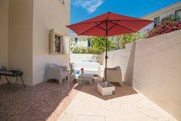 Терраса. Кипр, Пернера : Апартамент в комплексе с бассейном и в 100 метрах от пляжа, с гостиной, тремя спальнями и террасой
