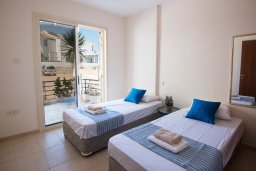 Спальня 2. Кипр, Пернера : Апартамент в комплексе с бассейном и в 100 метрах от пляжа, с гостиной, двумя спальнями и террасой