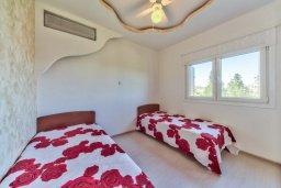 Спальня 2. Кипр, Мутаяка Лимассол : Современный апартамент в комплексе с бассейном и в 50 метрах от пляжа, с гостиной, двумя спальнями и балконом с видом на море