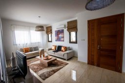 Гостиная. Кипр, Хлорака : Роскошная вилла с бассейном и зеленым двориком с барбекю, 3 спальни, 3 ванные комнаты, парковка, Wi-Fi