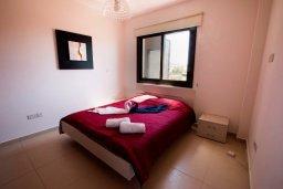 Спальня. Кипр, Хлорака : Роскошная вилла с бассейном и зеленым двориком с барбекю, 3 спальни, 2 ванные комнаты, парковка, Wi-Fi