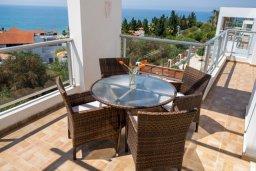 Балкон. Кипр, Корал Бэй : Роскошная вилла с бассейном и видом на море, 3 спальни, 3 ванные комнаты, парковка, Wi-Fi