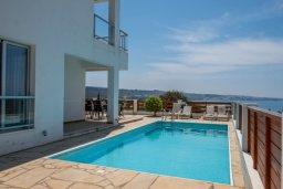 Бассейн. Кипр, Корал Бэй : Роскошная вилла с бассейном и видом на море, 3 спальни, 3 ванные комнаты, парковка, Wi-Fi