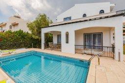 Фасад дома. Кипр, Корал Бэй : Прекрасная вилла с 4 спальнями, с приватным бассейном, тенистой террасой с патио и барбекю, расположена у пляжа Corallia Beach