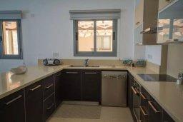 Кухня. Кипр, Друсхия : Прекрасная вилла с бассейном и приватным двориком, 3 спальни, 3 ванные комнаты, парковка, Wi-Fi