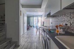 Кухня. Кипр, Гермасойя Лимассол : Таунхаус в 30 метрах от пляжа в комплексе с бассейном, 2 спальни, 2 ванные комнаты, парковка, Wi-Fi