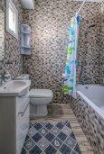 Ванная комната. Кипр, Гермасойя Лимассол : Таунхаус в 30 метрах от пляжа в комплексе с бассейном, 2 спальни, 2 ванные комнаты, парковка, Wi-Fi