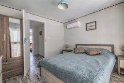 Спальня. Кипр, Гермасойя Лимассол : Таунхаус в 30 метрах от пляжа в комплексе с бассейном, 2 спальни, 2 ванные комнаты, парковка, Wi-Fi