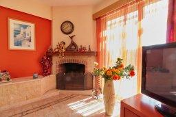 Гостиная. Кипр, Пейя : Прекрасная вилла с бассейном и приватным двориком, 3 спальни, 2 ванные комнаты, парковка, Wi-Fi