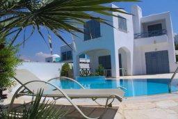 Фасад дома. Кипр, Хлорака : Роскошная вилла с бассейном и видом на море, 50 метров до пляжа, 6 спален, 4 ванные комнаты, парковка, Wi-Fi