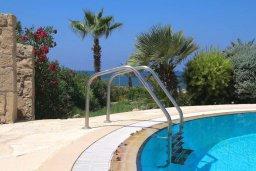 Бассейн. Кипр, Хлорака : Роскошная вилла с бассейном и видом на море, 50 метров до пляжа, 6 спален, 4 ванные комнаты, парковка, Wi-Fi