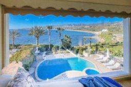 Вид на море. Кипр, Киссонерга : Роскошная вилла с бассейном, джакузи и прекрасным видом на море, 5 спален, 3 ванные комнаты, настольный теннис, парковка, Wi-Fi