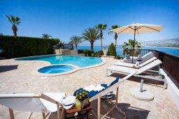Бассейн. Кипр, Киссонерга : Роскошная вилла с бассейном, джакузи и прекрасным видом на море, 5 спален, 3 ванные комнаты, настольный теннис, парковка, Wi-Fi