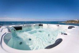 Прочее. Кипр, Киссонерга : Современная вилла на берегу моря с бассейном и джакузи, 6 спален, 4 ванные комнаты, бильярд, парковка, Wi-Fi