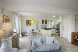 Гостиная. Кипр, Каво Марис Протарас : Уютная вилла с зеленым двориком и барбекю, 2 спальни, парковка, Wi-Fi