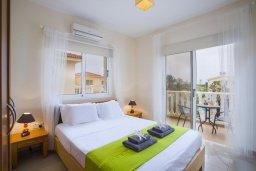 Спальня. Кипр, Пернера : Уютная вилла с приватным двориком в комплексе с бассейном, 2 спальни, барбекю, парковка, Wi-Fi
