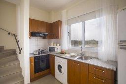 Кухня. Кипр, Пернера : Уютная вилла с приватным двориком в комплексе с бассейном, 2 спальни, барбекю, парковка, Wi-Fi