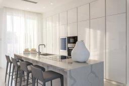 Кухня. Кипр, Пернера : Роскошная вилла с бассейном и джакузи в 20 метрах от пляжа, 5 спален, 5 ванных комнат, барбекю, парковка, Wi-Fi