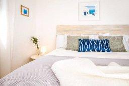 Спальня. Кипр, Киссонерга : Роскошная вилла с бассейном и джакузи, 4 спальни, 3 ванные комнаты, барбекю, парковка, Wi-Fi