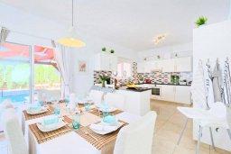 Кухня. Кипр, Пейя : Роскошная вилла с бассейном и джакузи, 3 спальни, 2 ванные комнаты, настольный теннис, барбекю, парковка, Wi-Fi