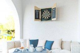 Патио. Кипр, Св.Георг : Прекрасная вилла с бассейном и джакузи, 4 спальни, 3 ванные комнаты, барбекю, парковка, Wi-Fi