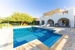 Фасад дома. Кипр, Св.Георг : Прекрасная вилла с бассейном и джакузи, 4 спальни, 3 ванные комнаты, барбекю, парковка, Wi-Fi