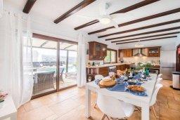 Кухня. Кипр, Пейя : Роскошная вилла с бассейном и джакузи, 4 спальни, 3 ванные комнаты, настольный теннис, барбекю, парковка, Wi-Fi