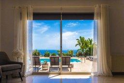 Гостиная. Кипр, Пейя : Прекрасная вилла с бассейном и джакузи, 4 спальни, 4 ванные комнаты, барбекю, парковка, Wi-Fi
