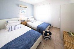 Спальня 2. Кипр, Пейя : Прекрасная вилла с бассейном и двориком с джакузи, 4 спальни, 3 ванные комнаты, барбекю, настольный теннис, парковка, Wi-Fi