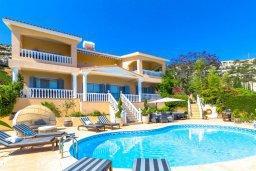 Фасад дома. Кипр, Пейя : Роскошная вилла с бассейном, зеленым двориком с джакузи, бильярдом, барбекю, 4 спальни, 2 ванные комнаты, парковка, Wi-Fi