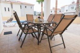 Обеденная зона. Кипр, Ионион - Айя Текла : Прекрасная вилла с бассейном в 100 метрах от моря, 3 спальни, барбекю, парковка, Wi-Fi