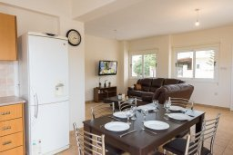 Кухня. Кипр, Ионион - Айя Текла : Прекрасная вилла с бассейном в 100 метрах от моря, 3 спальни, барбекю, парковка, Wi-Fi