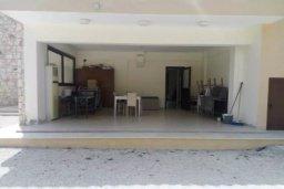 Терраса. Кипр, Милиу : Роскошная вилла с бассейном и большим двором с барбекю, 4 спальни, 3 ванные комнаты, парковка, Wi-Fi