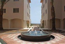 Территория. Кипр, Пафос город : Апартамент в комплексе с бассейном, с гостиной, отдельной спальней и балконом