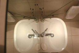 Ванная комната. Кипр, Пафос город : Апартамент в комплексе с бассейном, с гостиной, отдельной спальней и балконом