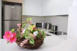 Кухня. Кипр, Пафос город : Апартамент в комплексе с бассейном, с гостиной, двумя спальнями, двумя ваннами комнатами и балконом