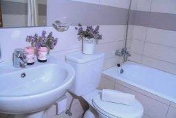 Ванная комната. Кипр, Пафос город : Уютная студия в комплексе с бассейном