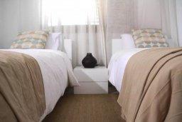 Спальня 2. Кипр, Пафос город : Апартамент в комплексе с бассейном, с гостиной, двумя спальнями, двумя ваннами комнатами и большим балконом с видом на море