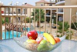 Балкон. Кипр, Пафос город : Апартамент в комплексе с бассейном, с гостиной, двумя спальнями, двумя ванными комнатами и балконом
